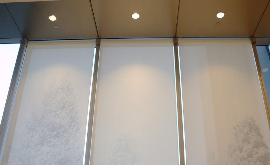 Solar shading blinds for an office building