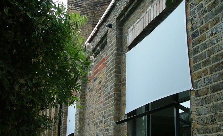 Glare reducing fabric blinds