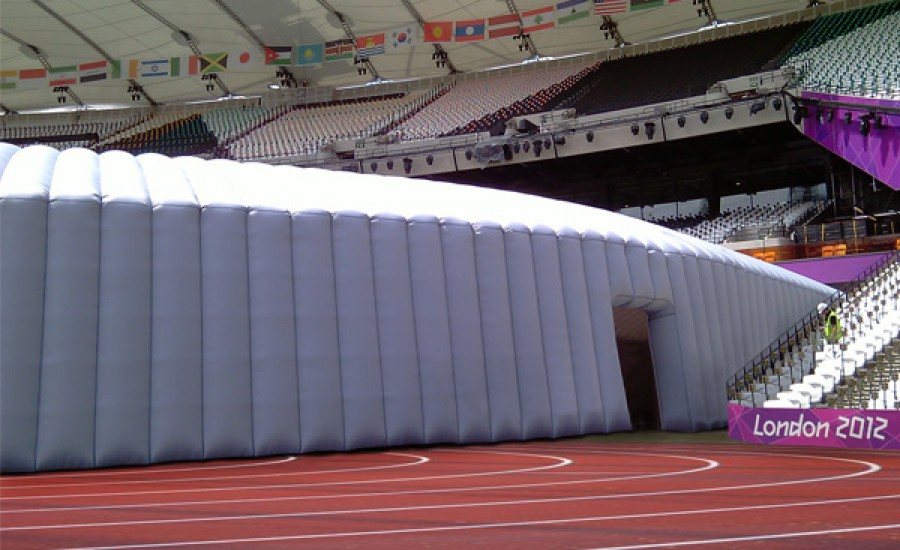 Inflatable entrance tunnel
