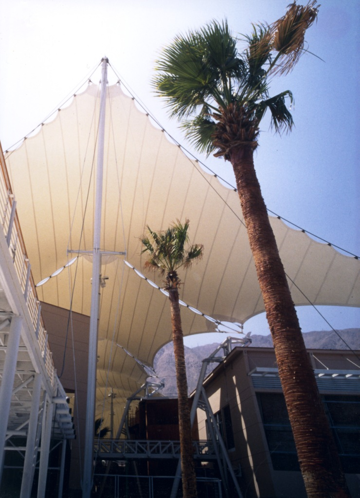 Shopping centre roof made of PTFE glass cloth