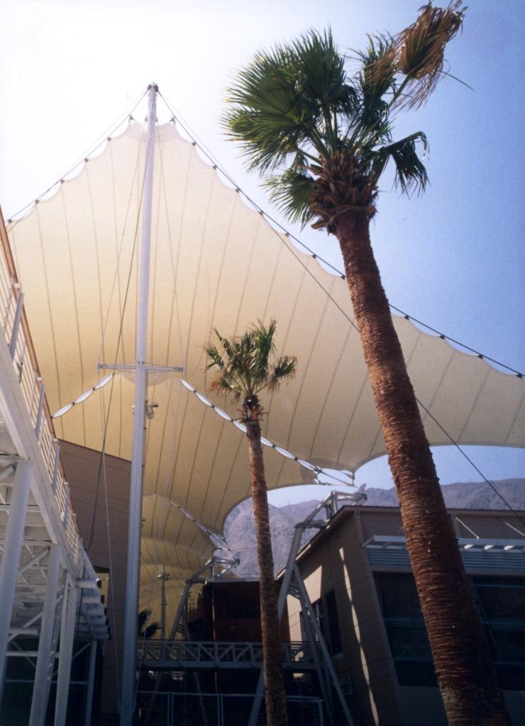 Shopping centre roof made of PTFE glass cloth