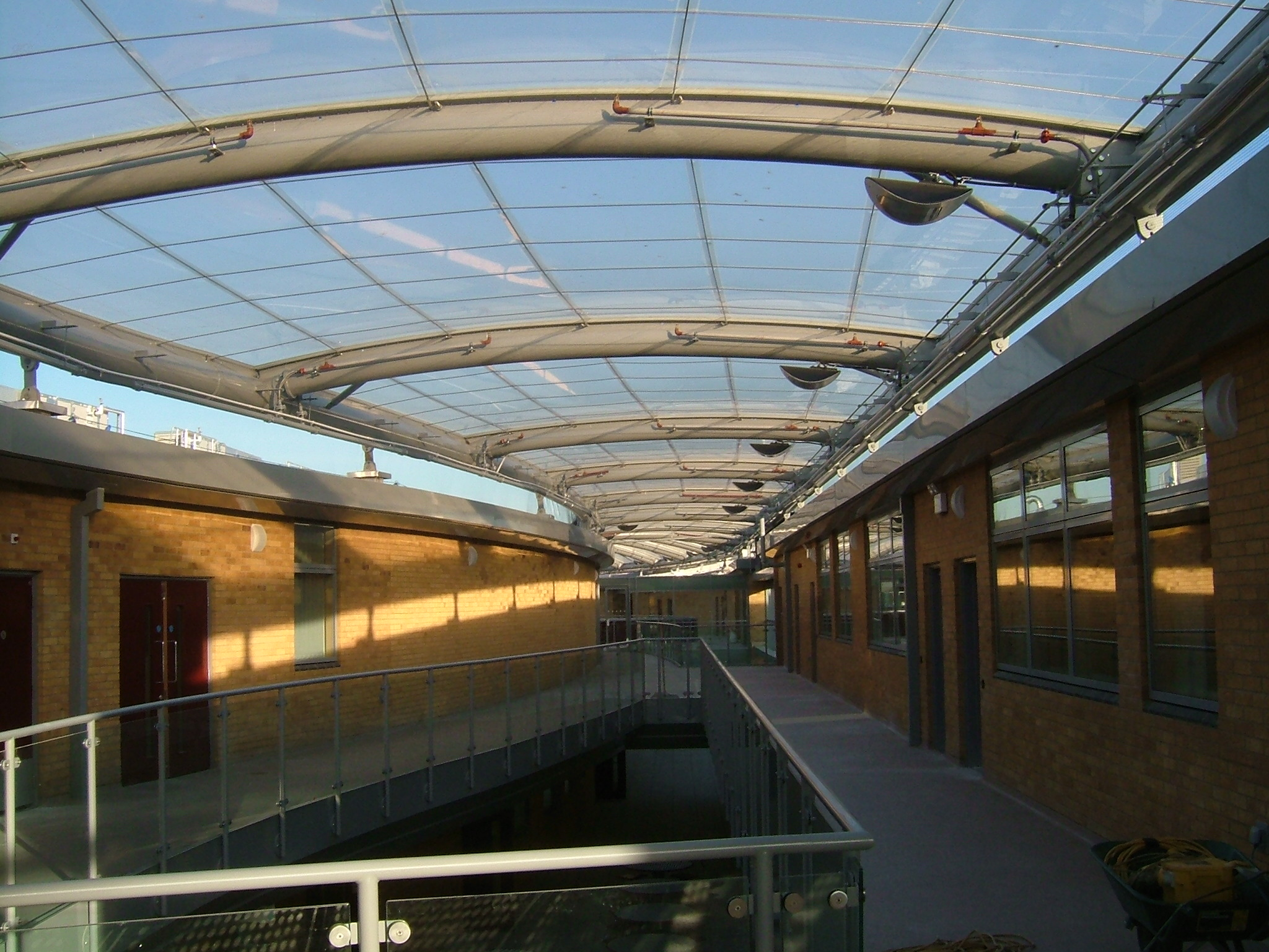 Single ply ETFE foil roof
