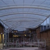 Single layer ETFE roof with cable net