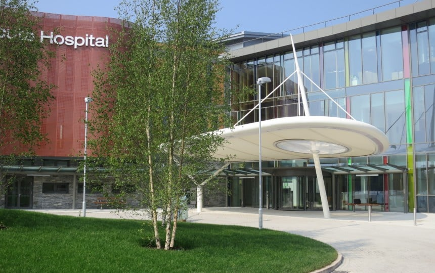 Integrated ETFE pillow within PTFE entrance canopy for hospital