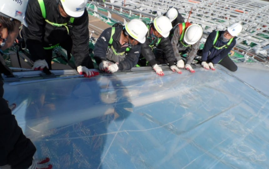 ETFE foil cushion installation